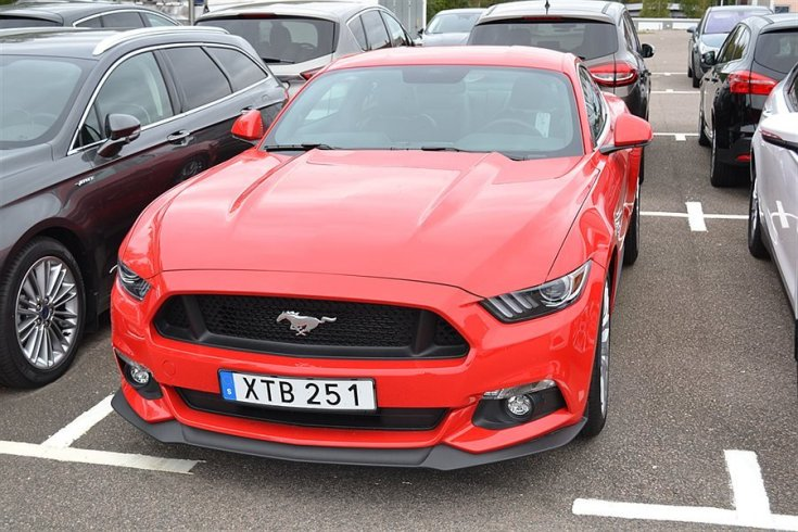 Ford Mustang V8 GT -16