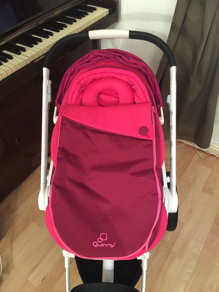 Quinny Moodd. Good condition. Perfect mechanical parts. Newborn and toddler attachments.