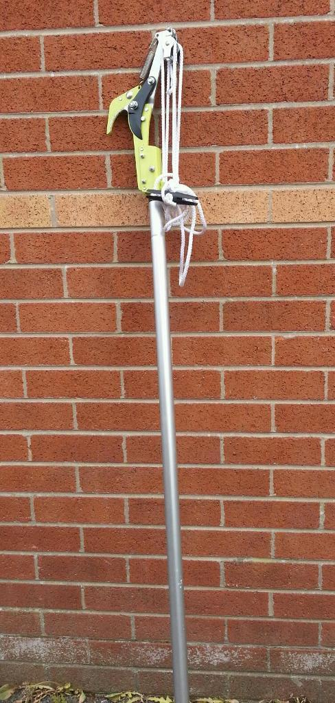 Branch cutting garden tool fully working! In very good condition! Can deliver!