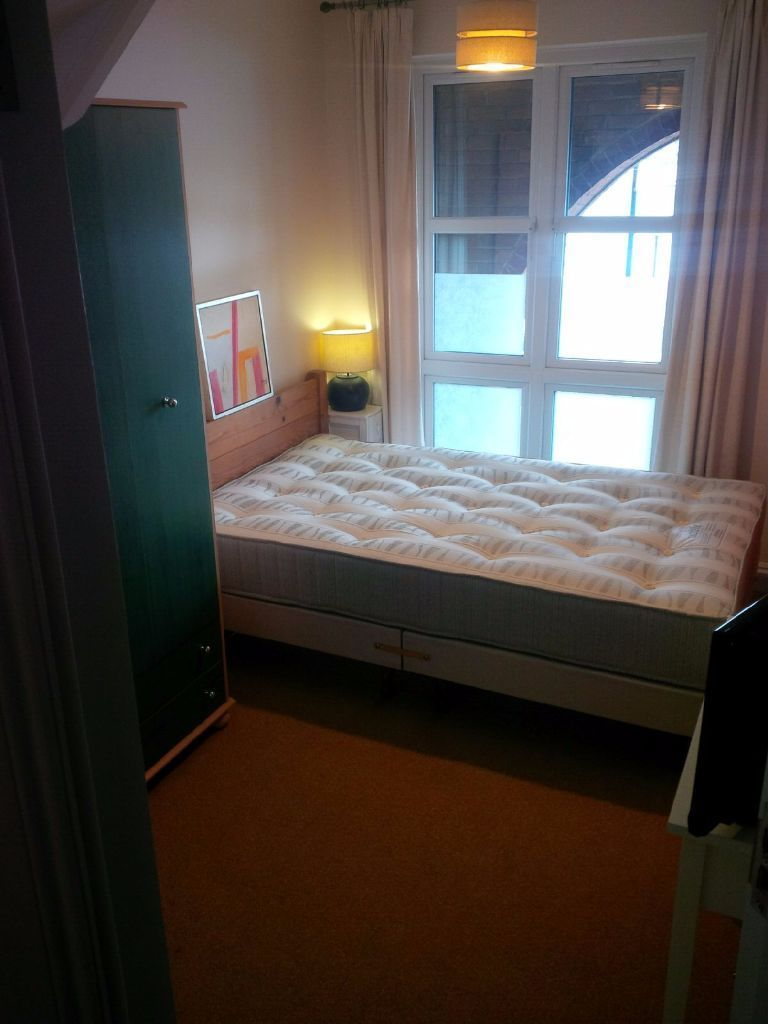 NEW,QUALITY, DOUBLE ROOM WITH KITCHENETTE FOR PROF SHARER
