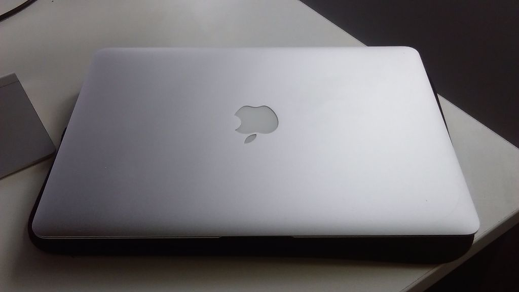 Mid 2012 Macbook Air i5 250GB SSD