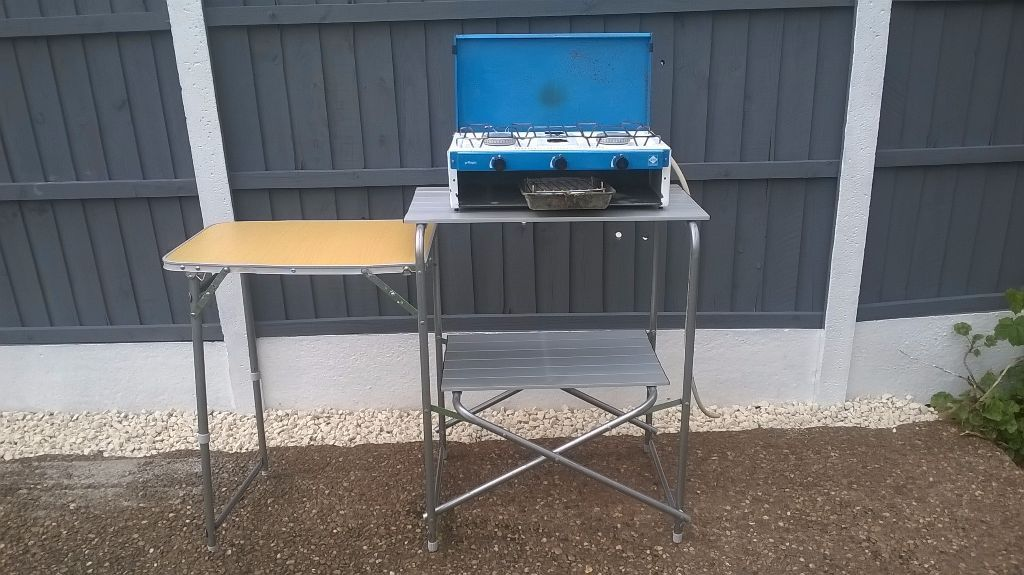 NICE CLEAN CAMPING FOLDING COOKING / PREP TABLE WITH GAS COOKER / STOVE