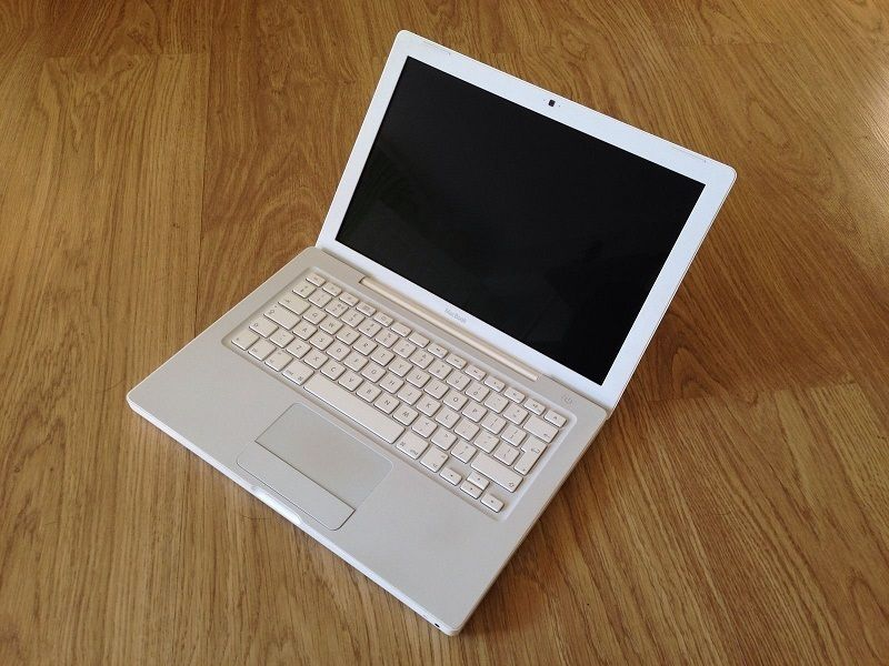 Macbook 2009 White Apple mac laptop in full working order
