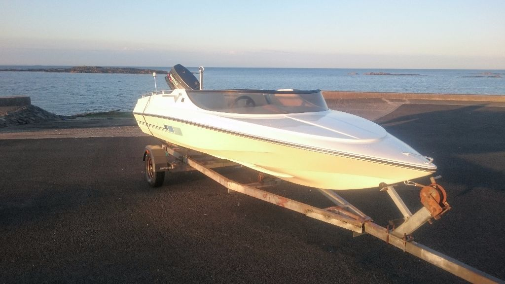 Simms super V speed boat with Yamaha 50hp outboard engine