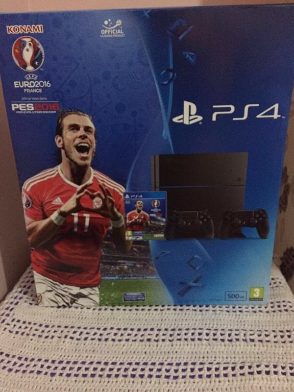 Sony Playstation 4 PES2016 Euro 2016 2 Controllers SEALED UK Model