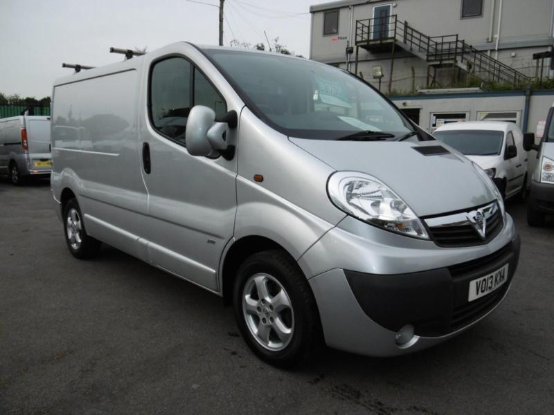 2013 VAUXHALL VIVARO 2700 CDTI SPORTIVE IN SILVER WITH AIR CONDITIONING,ELECTRIC