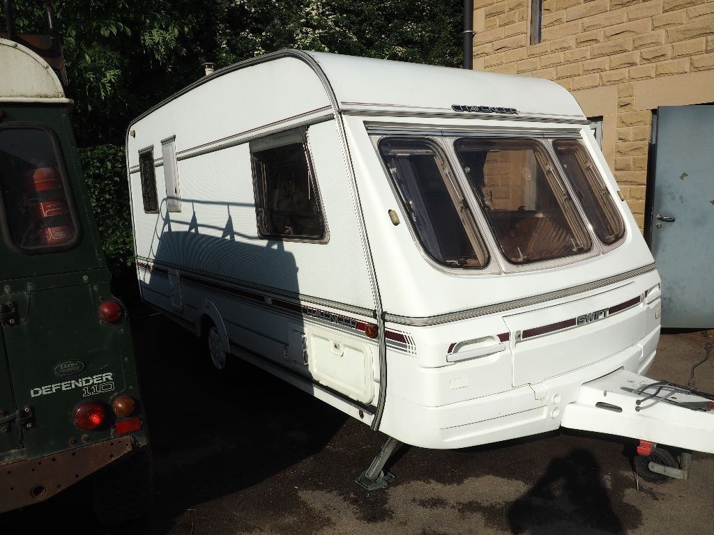 4 BIRTH TOURING CARAVAN SWIFT CHALLENGER 450 SE WITH LARGE AWNING AND EXTRAS