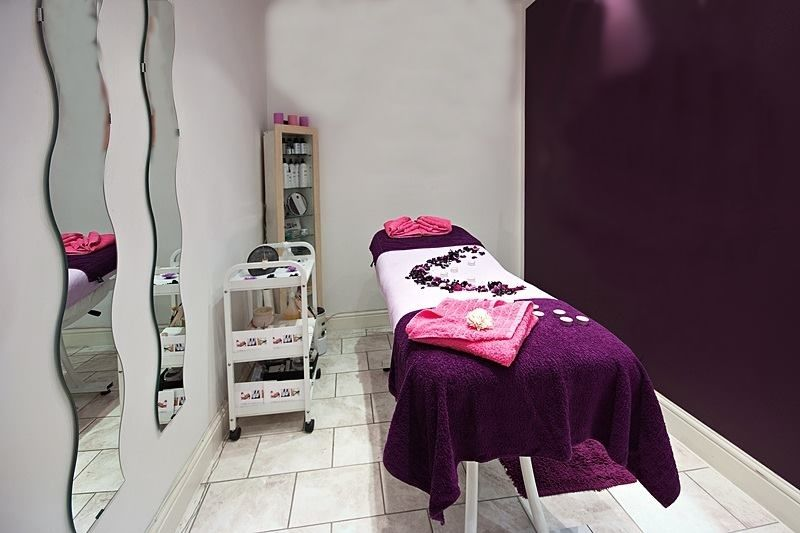 Beauty Therapist/ Room to Rent