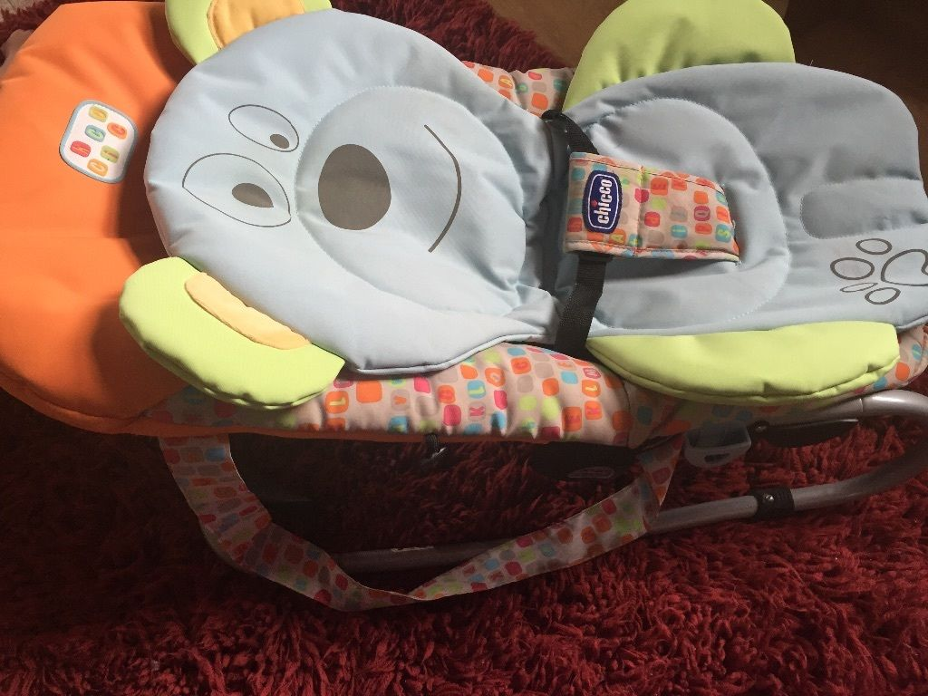 Chicco reclining relax chair/baby bouncer with newborn insert and music bar