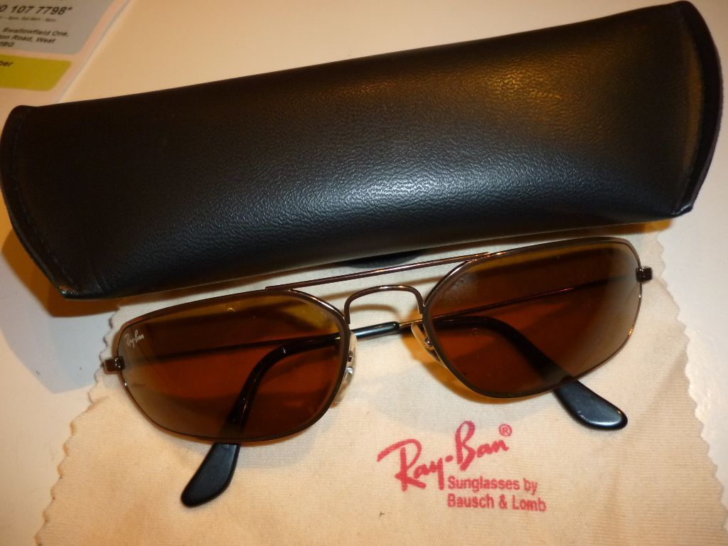 brand new men's quality ray ban sun glasses with original soft case,crystal clear vision,beautiful.