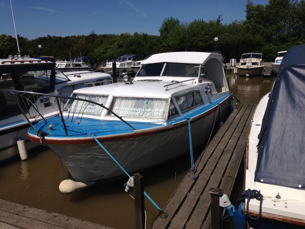 Seamaster 25, Cabin Cruiser, has Mooring Newly painted outside and new upholstry