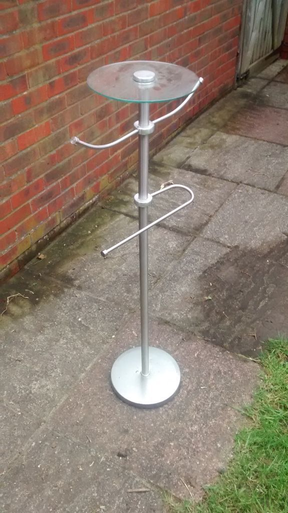 Metal Towel Stand