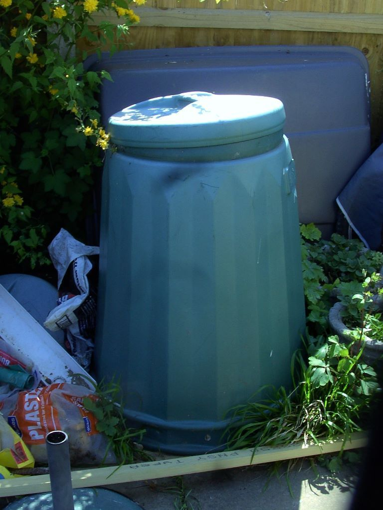 Plastic compost bin with lid can deliver local in Thanet