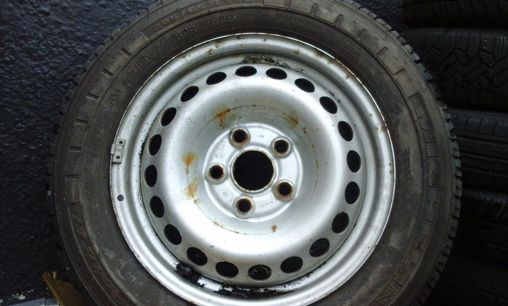 VW VAN TYRE ON WHEEL 205 65 R 16 VAN ..VERY GOOD TREAD MICHELIN