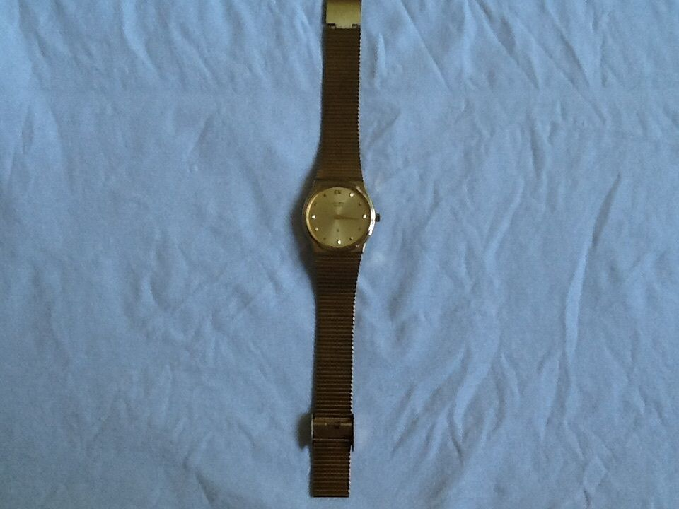 Title Citizen Quartz Men's Wrist Watch Golden Round Case and Golden Strap- Used
