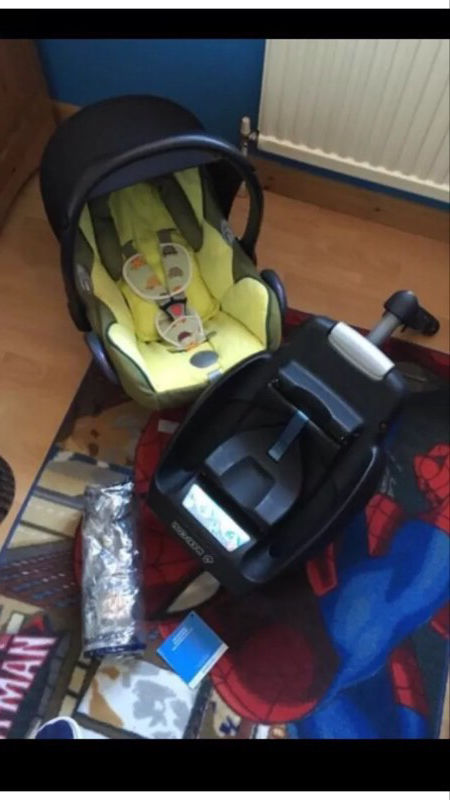 Maxi cosi car seat with easy base