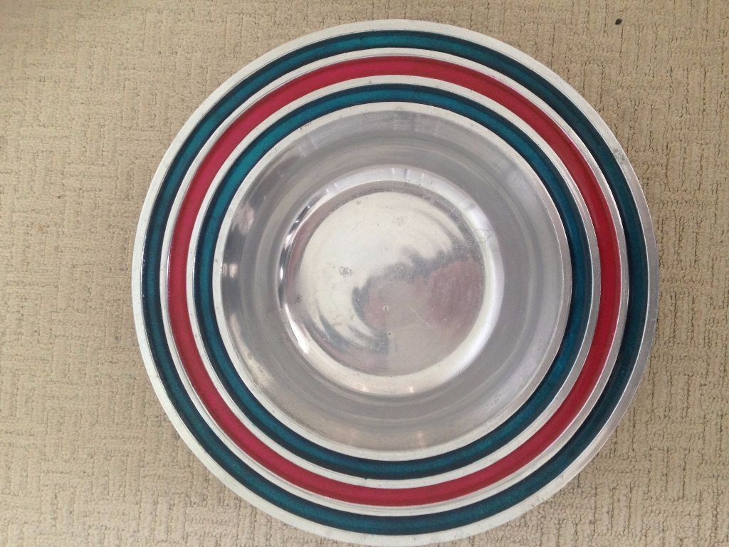 Beautiful fruit bowl. Unique silver with blue & red design