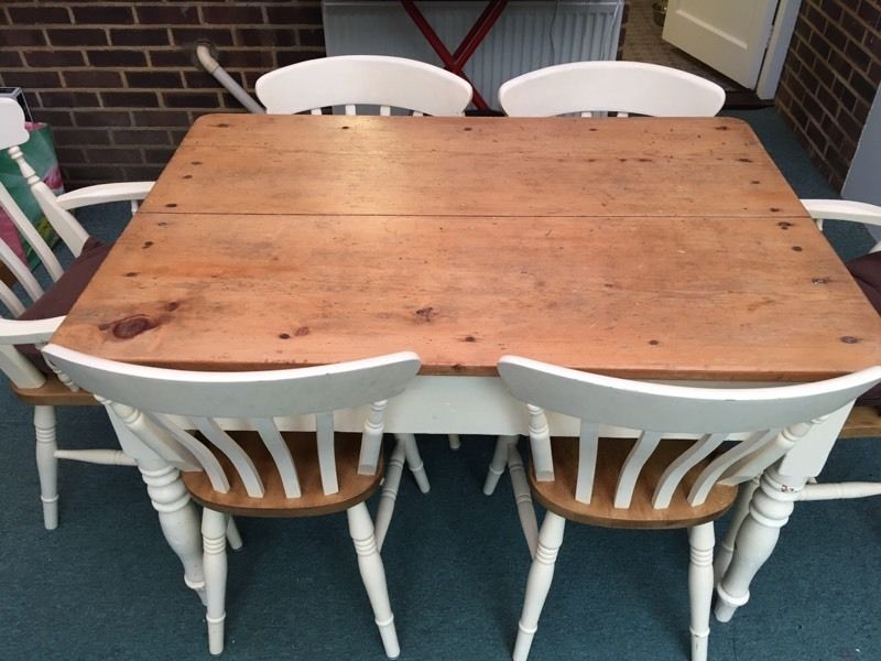 Beautiful country/shabby chic style table and chairs x6