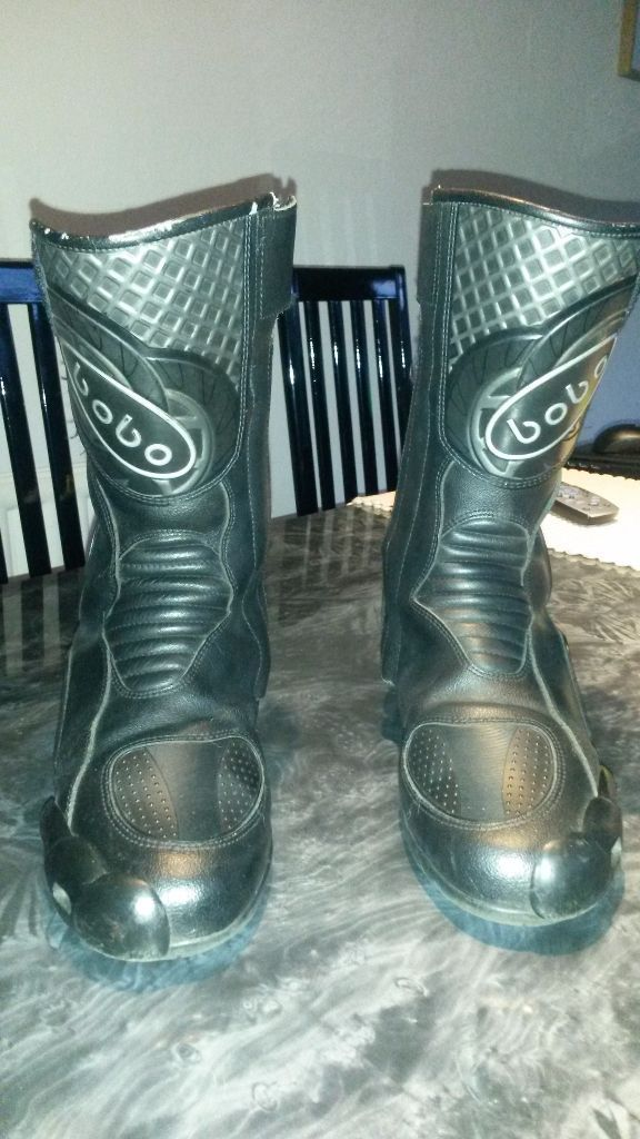 Motorbike boots, ideal for size 8 or a small size 9