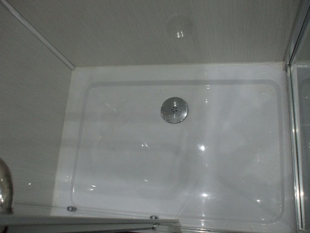 BRAND NEW SHOWER TRAY 1000 x 700 AND WASTE .BOTH IN ORIGINAL BOXES.