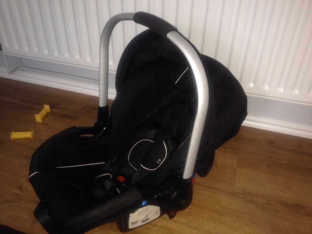 Baby car seat max 12 kg good and clean condition