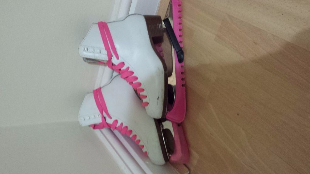 GRAF 500 Figure Skates with pink laces and pink guards! (size 38/UK 5)