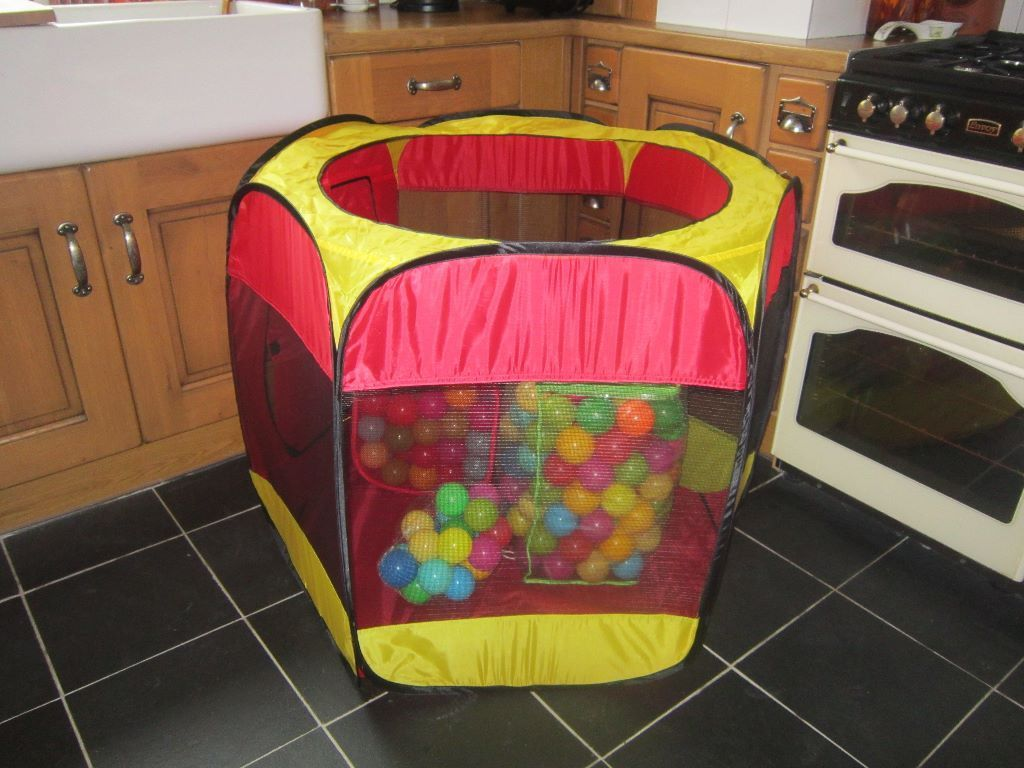 6sided opentopped pop up ball pond/ play pen with 2 large bags +1 small bag of balls