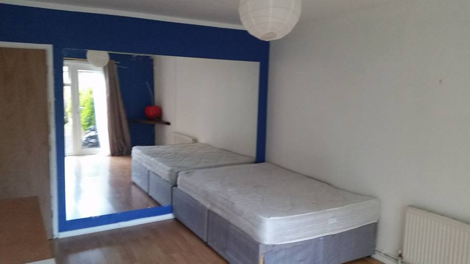 Large double room to let in a house.
