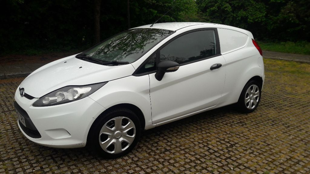 FORD FIESTA DIESEL VAN 2010 MINT CONDITION DRIVES PERFECT