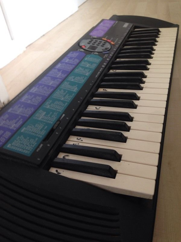 Yamaha PSR-77 electric keyboard