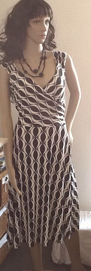 Wallis Ladies Black, White, Grey Flattering Polyester Sleeveless Calf Length Wrap Dress. UK 10