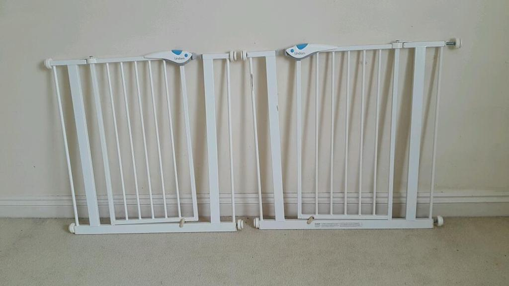 Pair of Lindam Easy Fit Deluxe Safety Gate