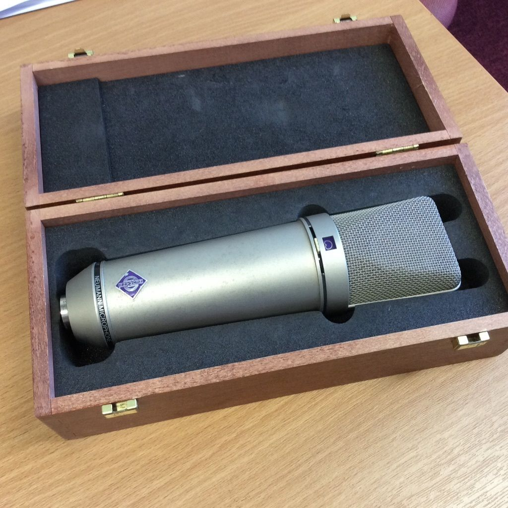 Neumann U87ai Consender mic - Grey Nickel Version - Brilliant Mic with Wooden Case