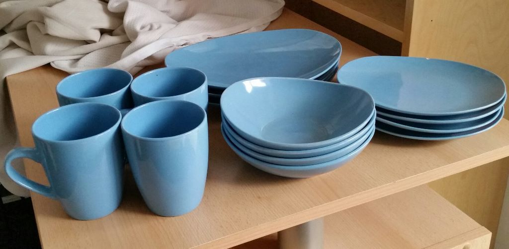 mugs plates and bowl set. In good condition.