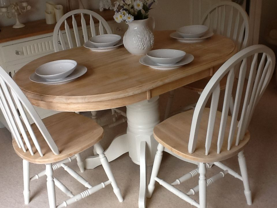 Lovely Solid Wood Dining table & 4 Matching Chairs