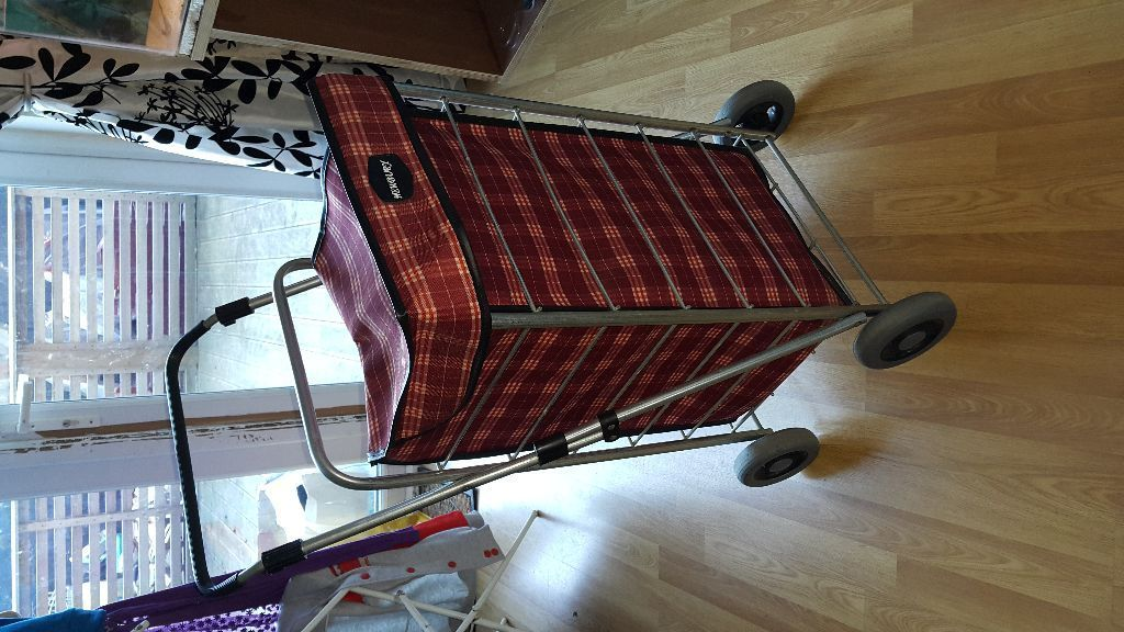Square frame shopping trolley