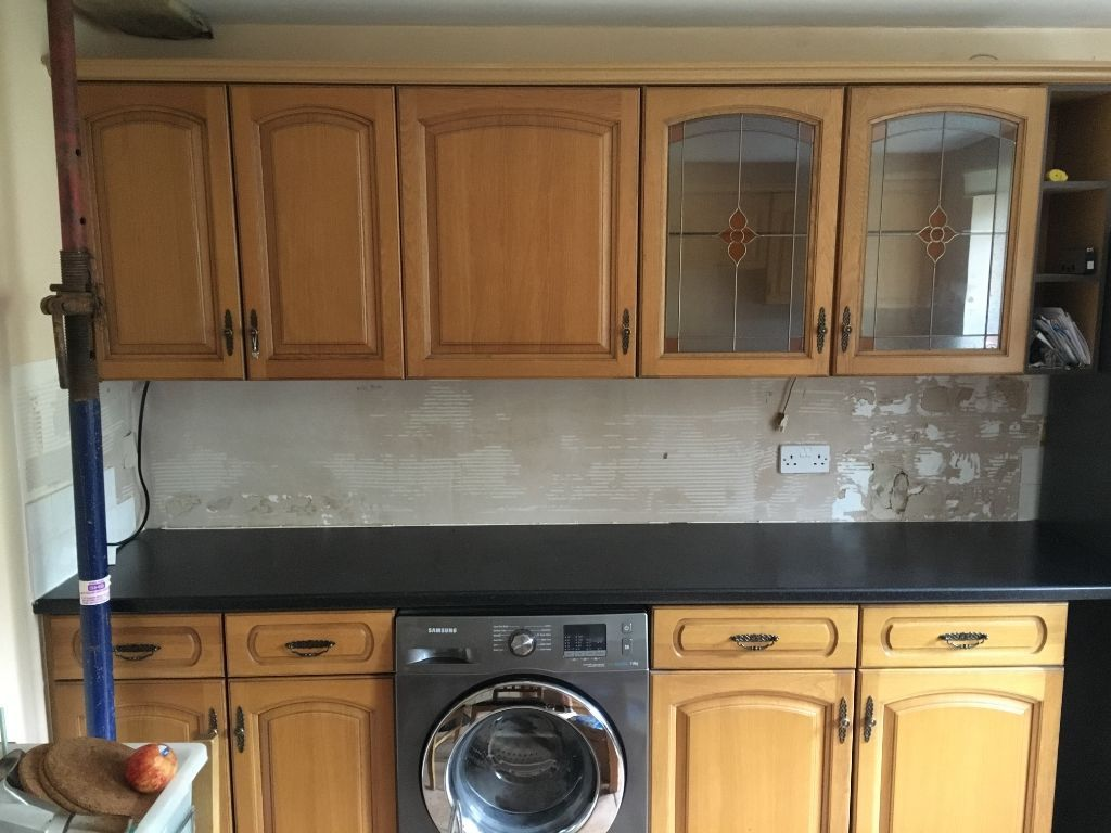large Kitchen with solid wood doors, cooker, hob and buillt in extractor