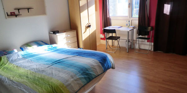 Really wonderfull king size room with privet garden access just for you in 5 min from Canning Town