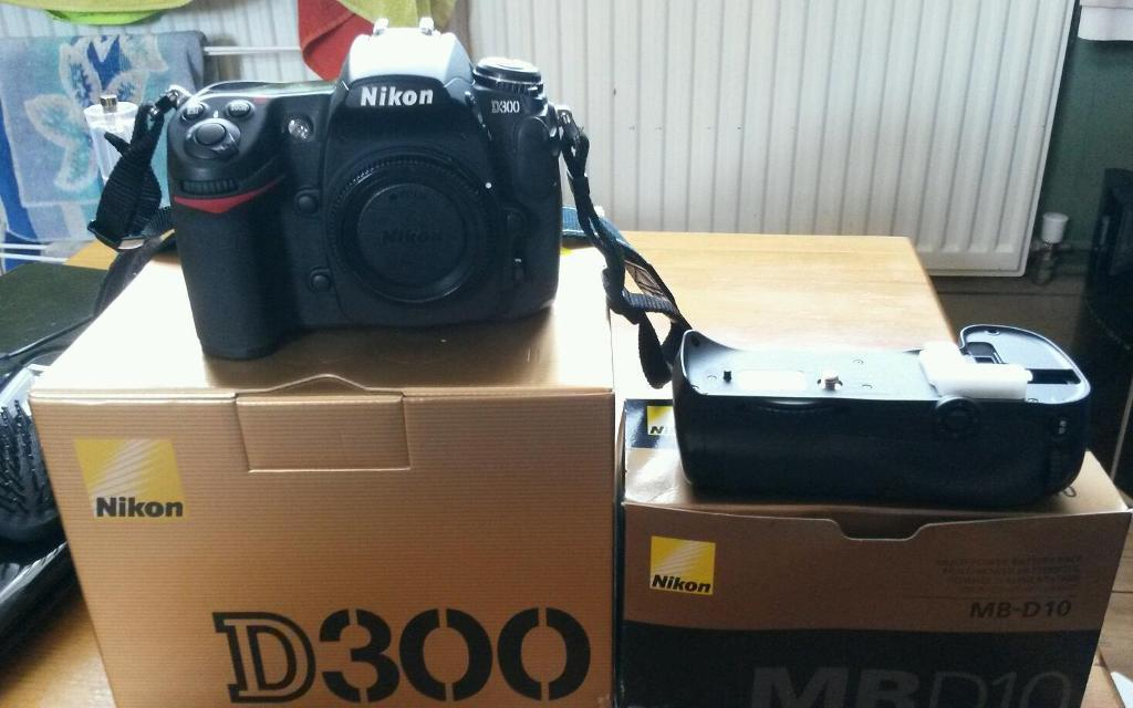 Nikon d300 and battery grip professional dslr