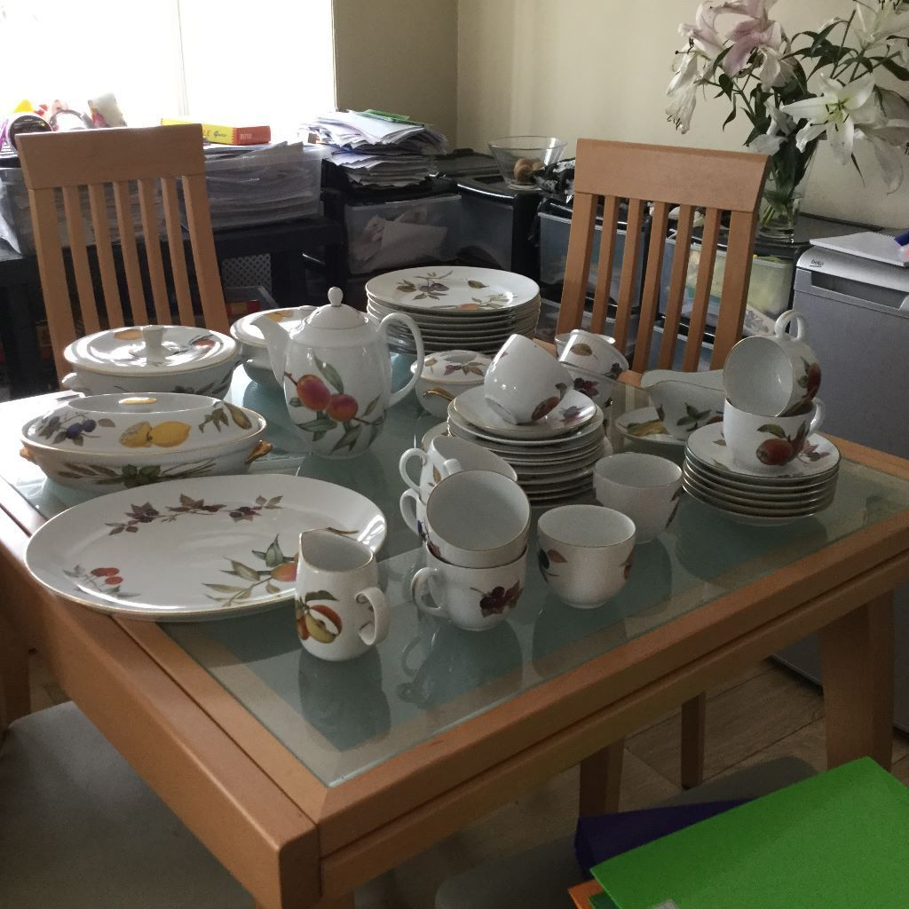 A JOB LOT OF 50 ROYAL WORCESTER EVESHAM TABLE DISHES,PLATES, ,GOOD CONDITION