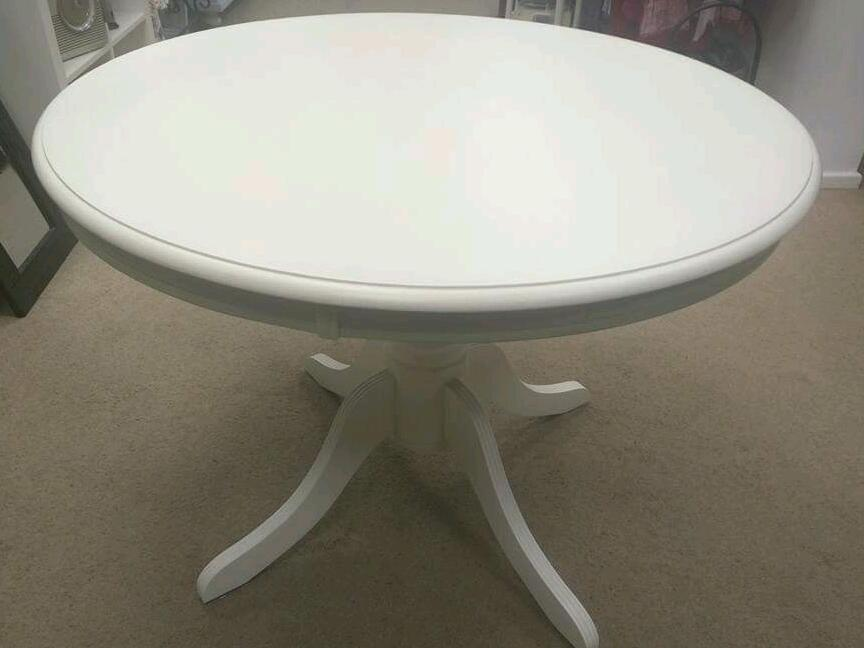 Shabby chic pedestal line table