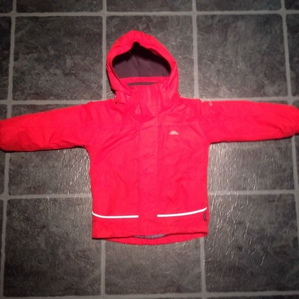 Boys Girls Unisex Trespass Waterproof Coat Size 2-3 years Great Condition