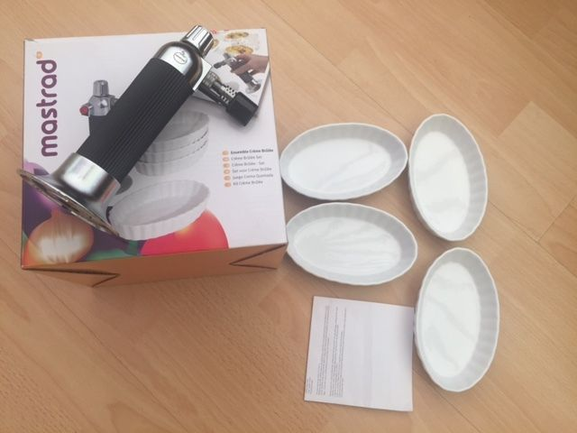 Creme Brûlée Set - Torch and 4 oval Dishes. Boxed, used once. Collection Netley Abbey