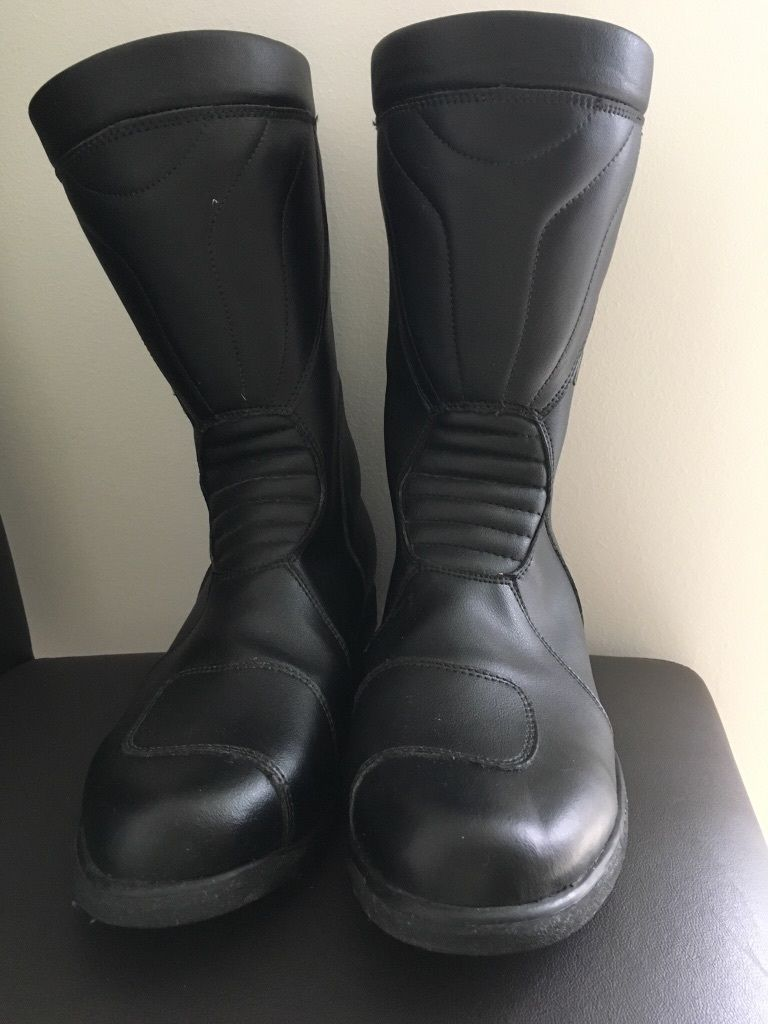 Frank Thomas black leather boots size 10. Never been worn