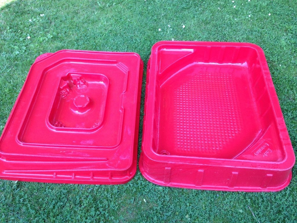 ELC sandpit with lid and track for cars