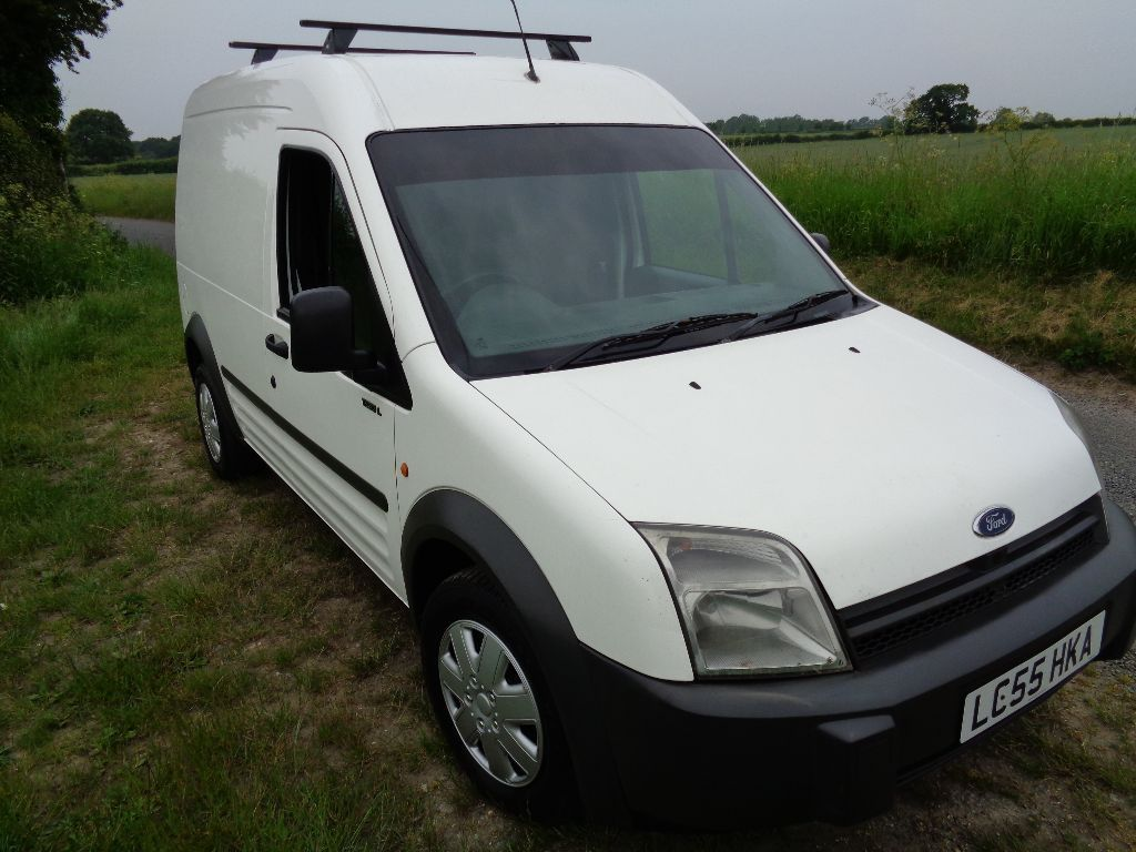 Transit Connect 220L Hi Top DIESEL Van 2005 (55) White with towbar and Roof Rails