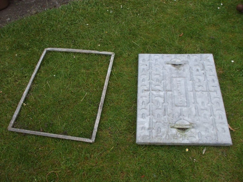 GALVANISED DRAIN COVER AND FRAME 460mm x 620mm. Messed about by time waster again