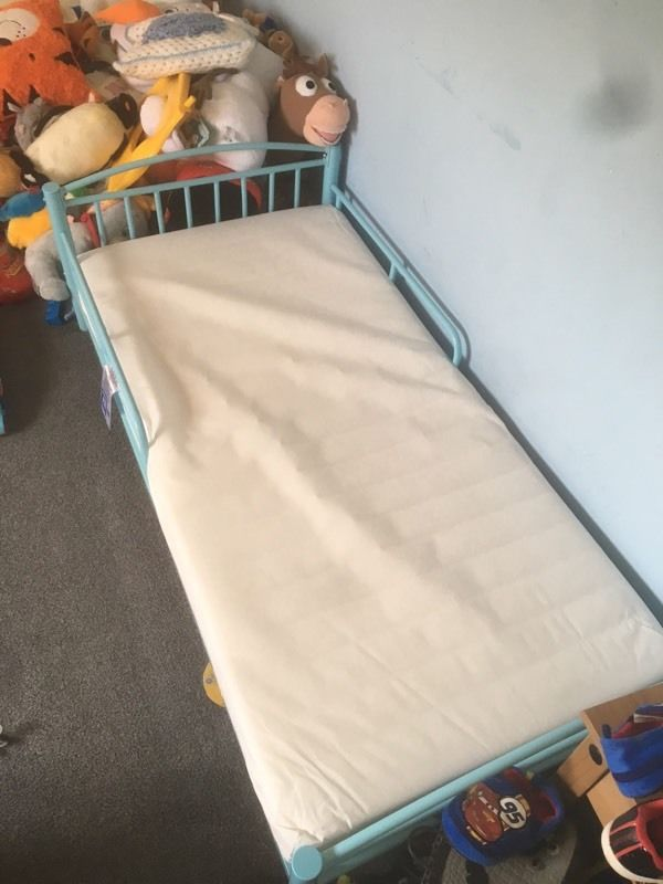 ??Toddler bed with everything you need. NEED GONE TODAY??