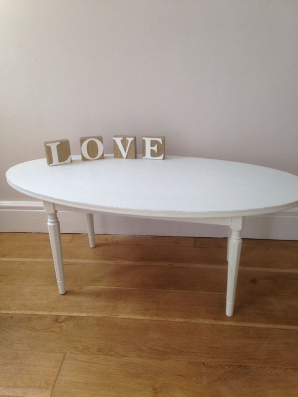 Decorative oval coffee table