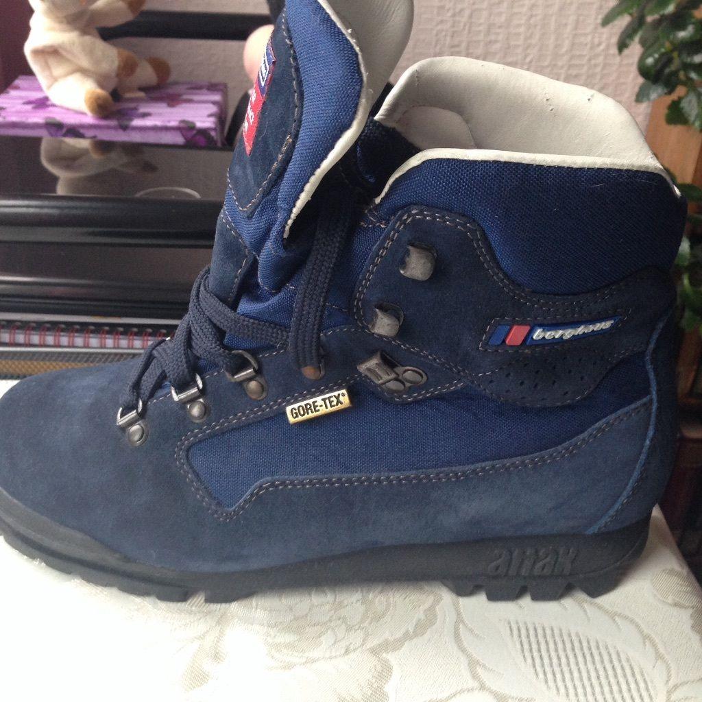 Berghaus walking boots for sale - size 8